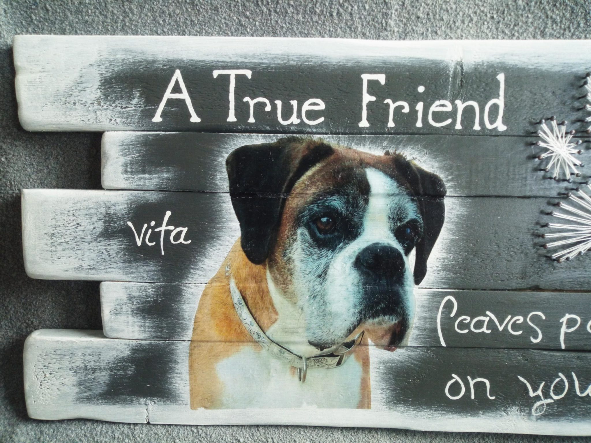Memories - Hond Vita string-art