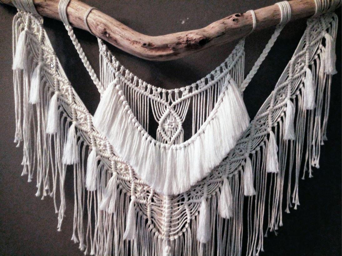 Macramé - Wandkleed Bohemian met grote tak en bijbehorende veer