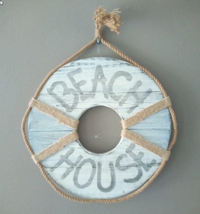 Beach House: <br> Reddingsboei hout met touw
